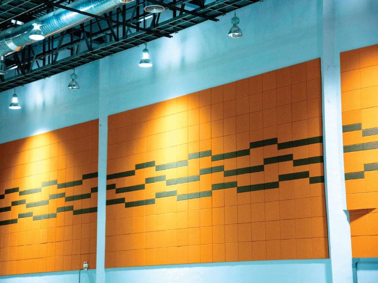 ตัวอย่างการติดตั้งวัสดุดูดซับเสียงที่ผนังอาคารของศูนย์แสดงสินค้า อยุธยาซิตี้พาร์ค